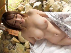 素人カップル温泉ハメ撮り!美巨乳おっぱい美少女がヨガリ狂う!