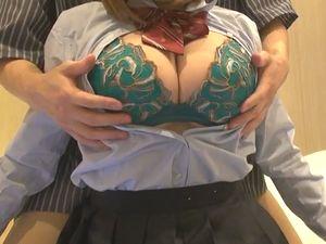 爆乳制服女子学生をラブホへ誘って制服着衣セックスをしてみた!