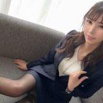 【黒スト】黒ストッキングが艶めかしいスレンダー美人OL!