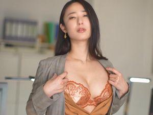 【松岡すず】働く痴女OLお姉さん!スーツ姿の美人女上司が部下を痴女る!